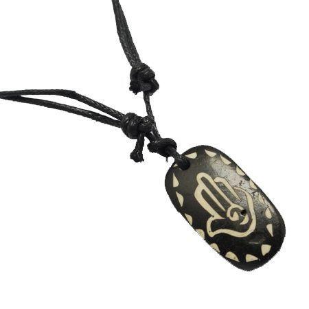 Collier avec pendentif en résine imitation os logo main éthnique 246697