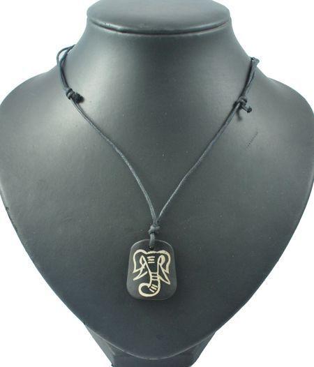 Collier avec pendentif en résine imitation os logo tête éléphant 256210