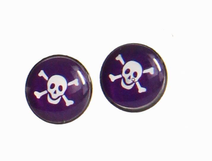 Boucles d\'oreilles clou tête de mort violette 246363