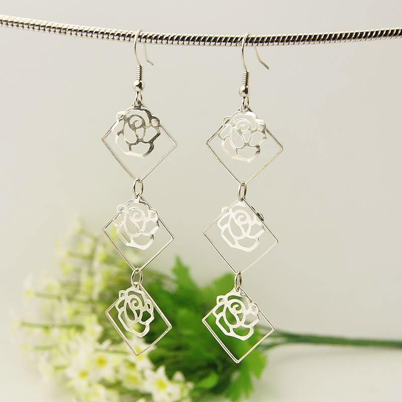 Boucles d'oreilles en acier logo en forme de rose 3 maelys 246781