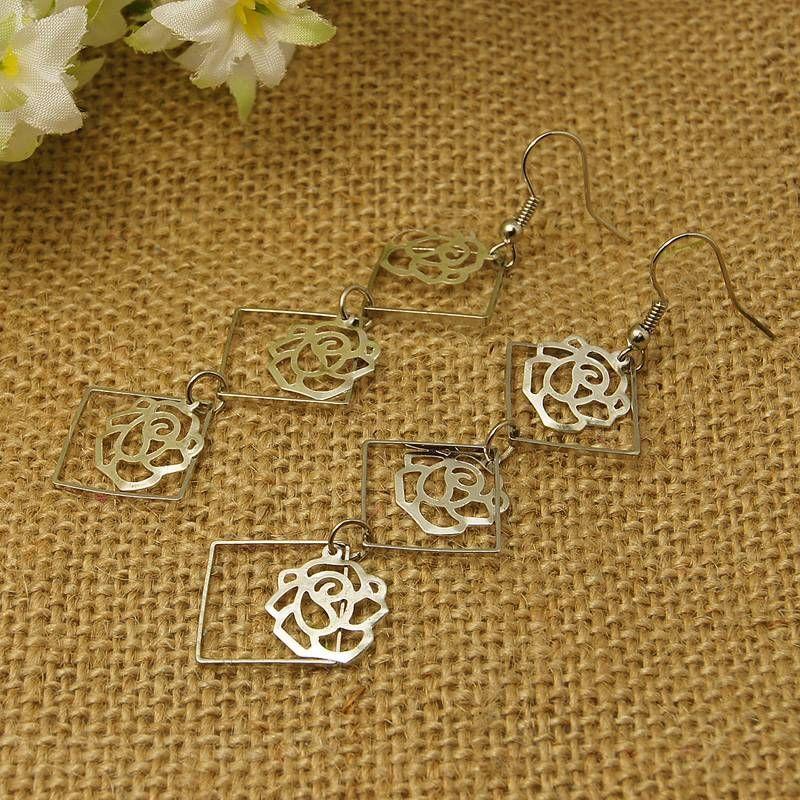 Boucles d'oreilles en acier logo en forme de rose 3 maelys 256259