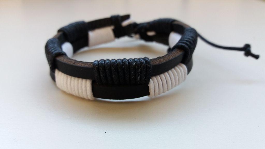 Bracelet en cuir de vache noir et blanc 303388