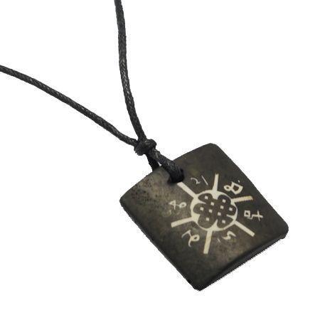 Collier avec pendentif en résine imitation os logo 32 246702