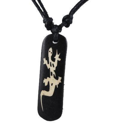 Collier avec pendentif en résine imitation os logo gecko 246692