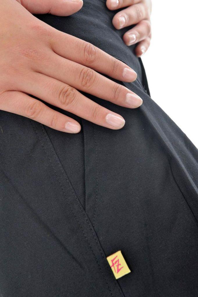 Pantalon femme de couleur noir avec une coupe droite Colmine 305457