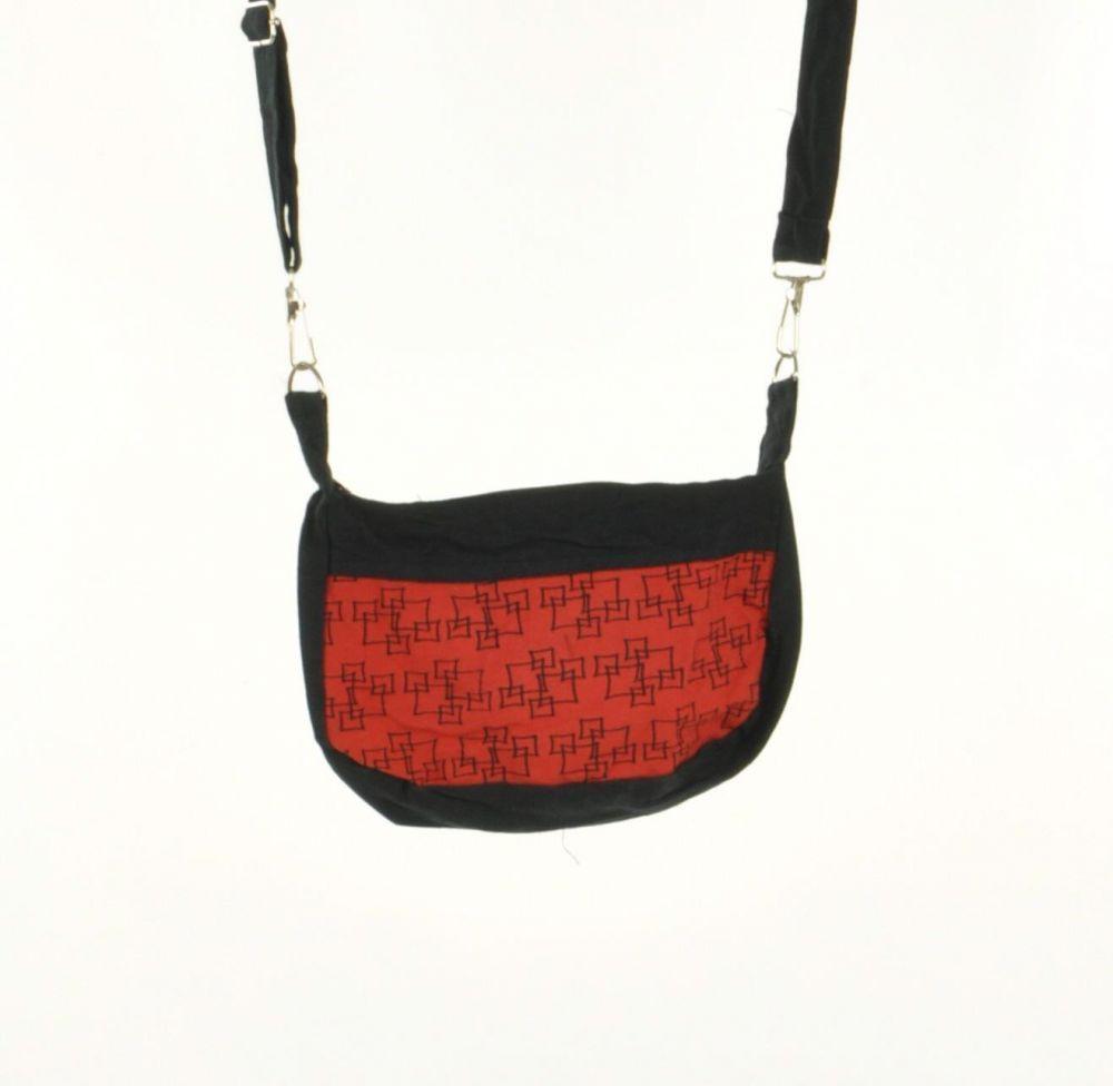 Petit sac banane print noir et rouge 244606