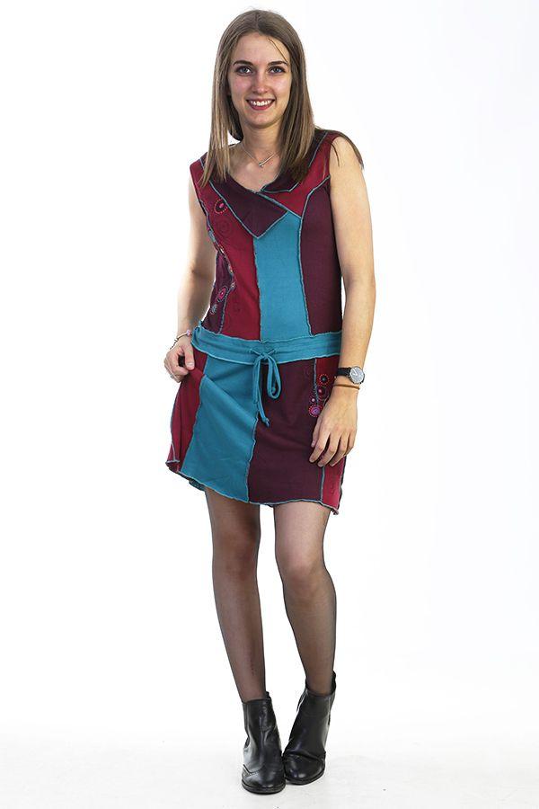 Robe courte brodée avec un assemblage de tissus colorés 288058