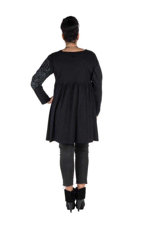 Robe courte brodée et surpiquée à la main avec col carré Gimina 302074
