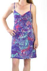 Robe courte d'été avec un motif floral bleu 287852