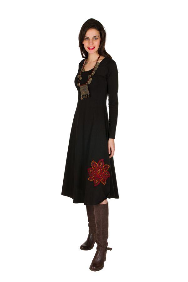 Robe longue Noire avec broderies col rond et manches longues Amane 301000