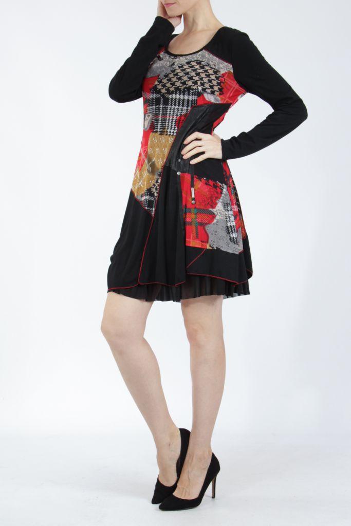 Robe noire et rouge avec des empiècements de tissus Inem 305041
