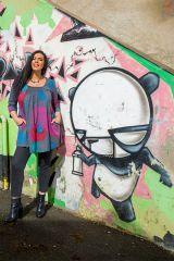 Tunique grande taille à manches trois quarts Grise avec motifs colorés et col smocké Liv 300562